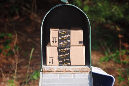 Amazon-Pakete in Postkasten