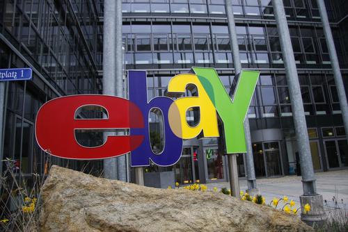 eBay Logo vor der Hauptzentrale