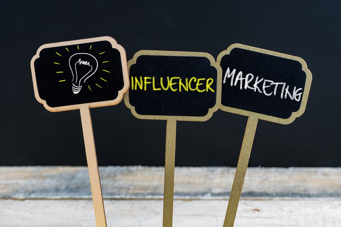 Influencer Marketing auf Schildern