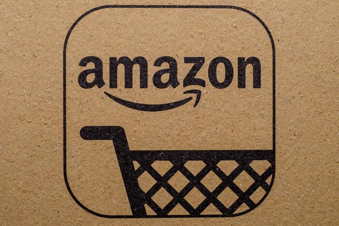 Amazon-Logo auf einem Karton