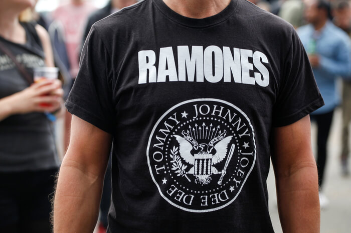 Fan im Ramones-Shirt