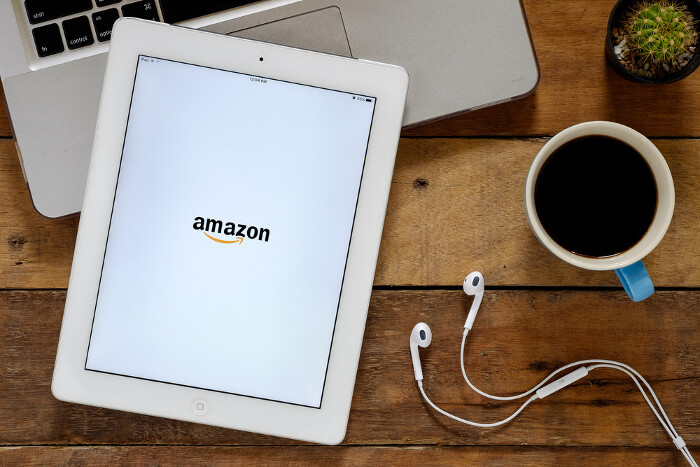Amazon-Logo auf Tablet