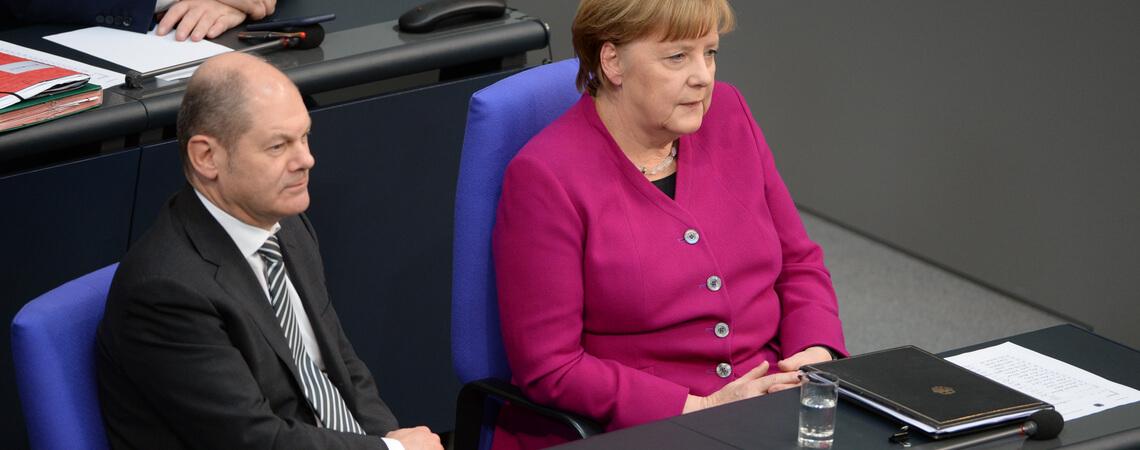 Bundeskanzlerin Angela Merkel (CDU) und Vizekanzler Olaf Scholz (SPD) bei der Sitzung
