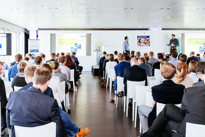 Besucher beim Digital Commerce Day