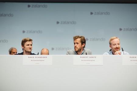 Zalando Vorstandsmitglieder bei der ersten Hauptversammlung 2015. (v.l.n.r.: David Schneider, Robert Gentz, Rubin Ritter)