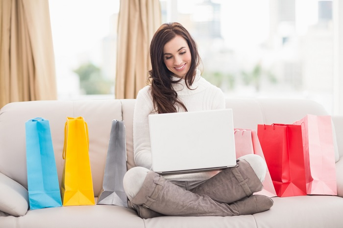Lady shoppt Mode online